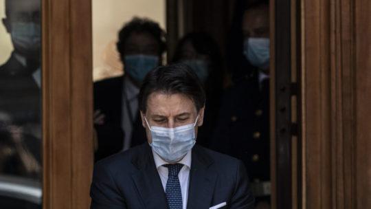 """Conte: """"Il governo è compatto, con Renzi c'è un percorso comune"""""""