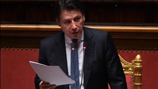 Conte parla di fondi Ue, le opposizioni lasciano l'Aula 