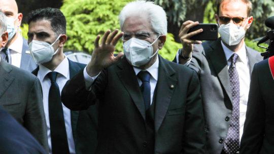 """Mattarella: """"L'Italia si inchina a Bergamo. Stretta la strada per ripartire, serve coraggio"""""""