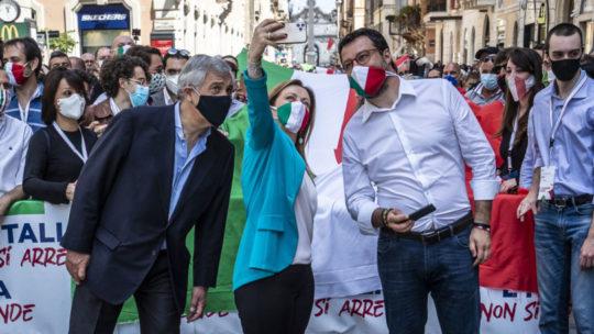 Centrodestra in piazza contro il governo, e in cerca di unità