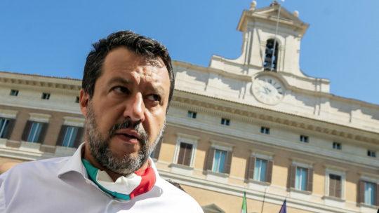 """Salvini: """"Io a processo e i migranti arrivano a frotte"""""""