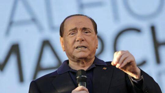 Polmonite bilaterale e Covid: cos'è e quali sono i sintomi dell'infezione che ha colpito Berlusconi