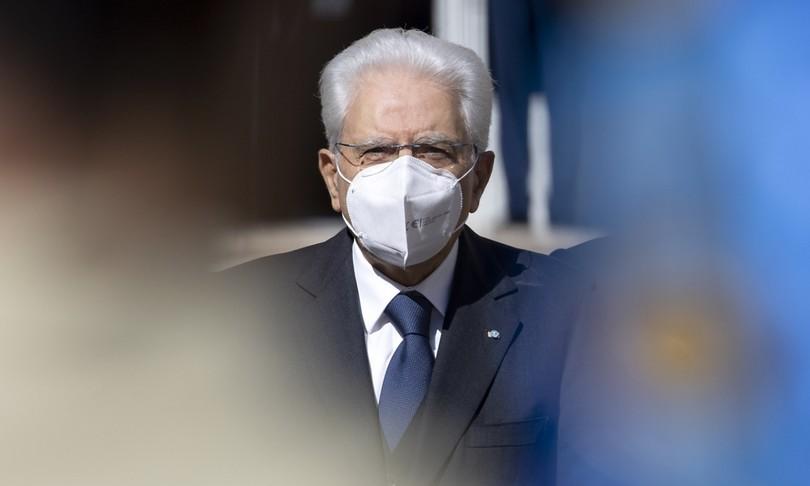 """L'appello di Mattarella: """"Per tenere aperto il Paese tutti siano responsabili"""""""