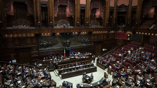 Preoccupa il focolaio alla Camera, rinviata la legge sull'omofobia