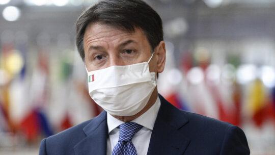 """""""Chi rifiuta le tre fasce ci porta allockdown"""", dice Conte"""