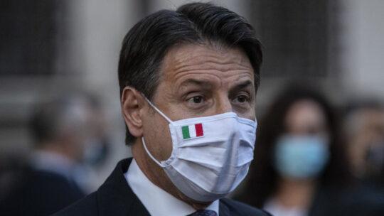 """Conte: """"Presto in Parlamento il piano sul vaccino"""""""