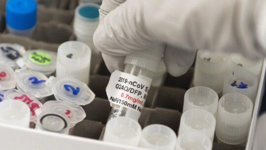 Covid, i Pfas presenti in molti oggetti di uso quotidiano potrebbero indebolire il vaccino