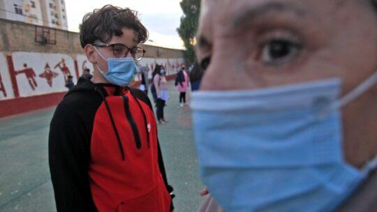 """Covid, lo psichiatra: """"Chi nega l'esistenza del virus lo fa per paura"""""""