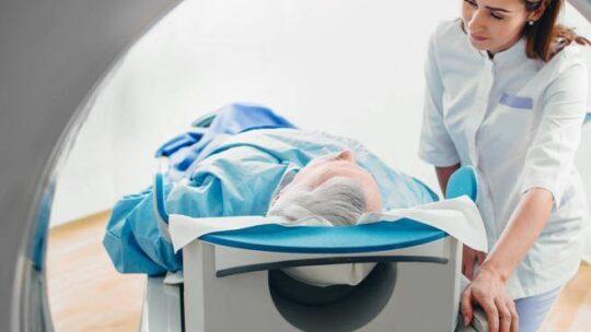 La tac di simulazione usataper impostare la  radioterapia  può servire anche per scoprire     Covid