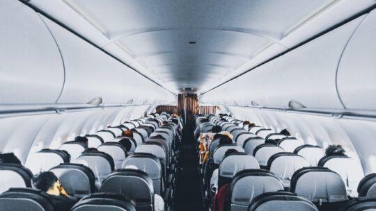 Coronavirus, le nuove regole europee per viaggiare in aereo