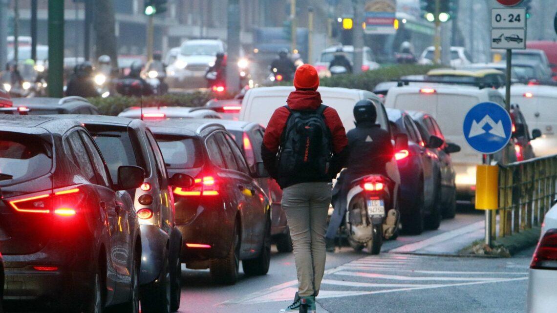 Covid, all'aperto è quasi impossibile il contagio anche se l'aria è inquinata
