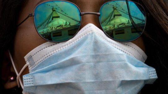 Covid, parlare senza mascherina contagia come tossire