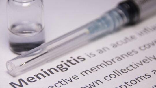 Covid: i ritardi nella vaccinazione contro la meningite mettono in pericolo i più piccoli