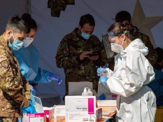 Sileri:  recupereremo i  giorni di sospensione del vaccino AstraZeneca.  Lockdown a Parigi