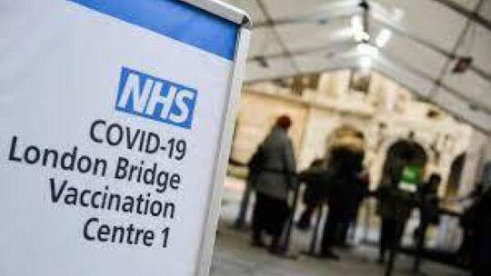 Vaccino Covid: senza no-vax la Gran Bretagna ha corso