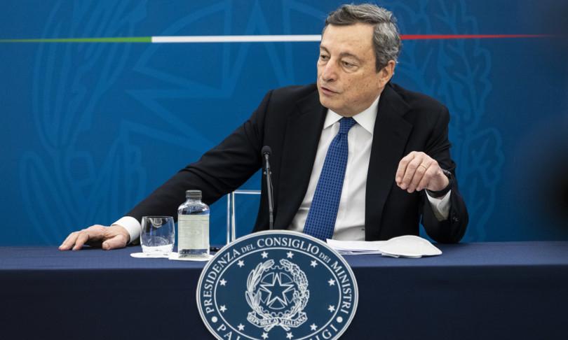 """Draghi: """"Green pass per circolare liberamente in Italia da metà maggio"""""""