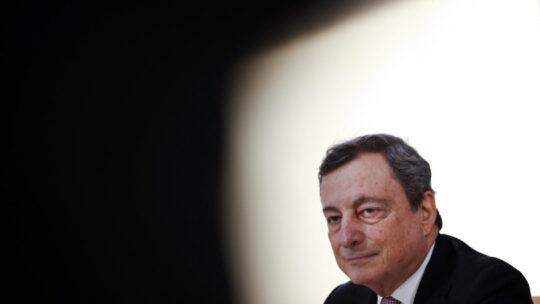 """Draghi: """"Le mutazioni del Covid possono minare l'efficacia dei vaccini"""""""