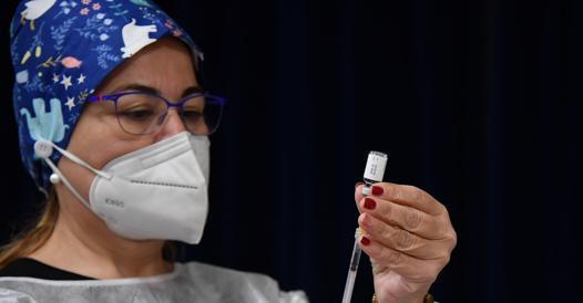 Negli Usa niente più mascherine al chiuso e distanziamento sociale per chi è vaccinato
