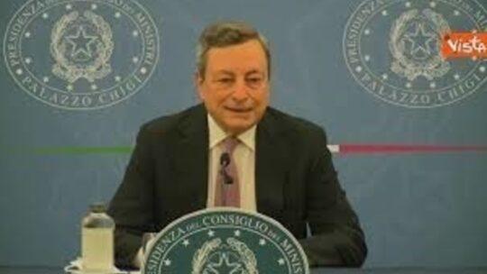 """Draghi: """"La vaccinazione eterologa funziona, la farò anche io"""""""