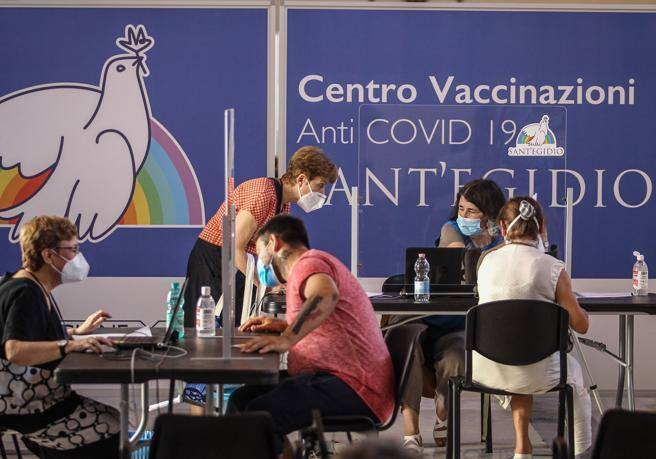 L'immunità di gregge resta lontana: il piano prevede l'80% di vaccinati a metà ottobre