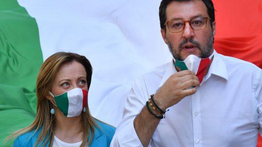 """Salvini e Meloni firmano l'appello delle destre contro """"un'Europa senza nazioni"""""""