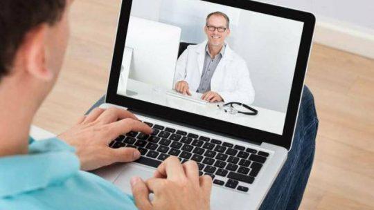 Curare i malati di tumore a casa via web? Si può, ma in Italia c'è molto da fare