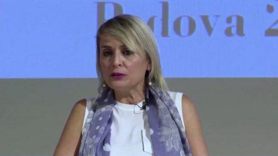 """Covid, Antonella Viola: """"Basta quarantene a scuola, per gli studenti oggi più danni che benefici"""""""