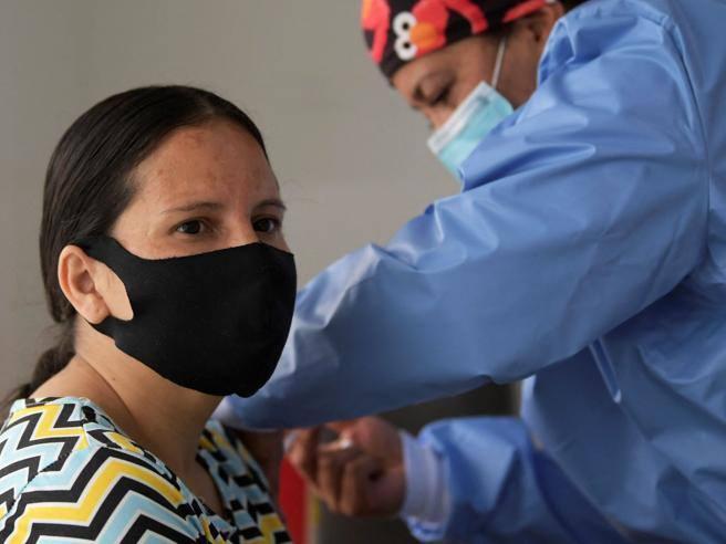 Texas, no all'obbligo di vaccino per lavoratori